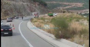 Εκτροπή φορτηγού αυτοκινήτου στον Περιφερειακό της Ναυπάκτου (ΔΕΙΤΕ VIDEO)