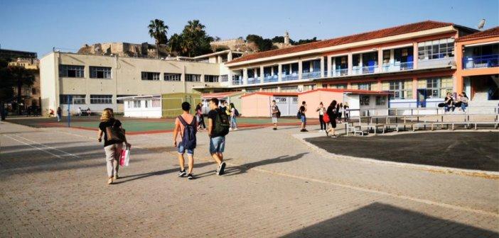 Κορωνοϊός – Σχολεία: Σκέψεις να ανοίξουν πρώτα τα δημοτικά και μετά τα Γυμνάσια – Λύκεια