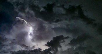 """Καιρός: Συνεχίζει να """"πνίγει"""" τη χώρα η """"Θάλεια"""" – Που θα… ανοίξουν οι ουρανοί τις επόμενες ώρες"""