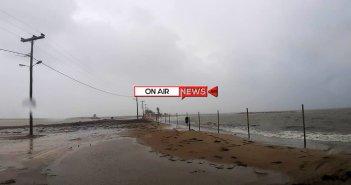 «Ιανός» : Η θάλασσα σκέπασε τον δρόμο και την παραλία της Τουρλίδας στο Μεσολόγγι (ΦΩΤΟ-ΒΙΝΤΕΟ)