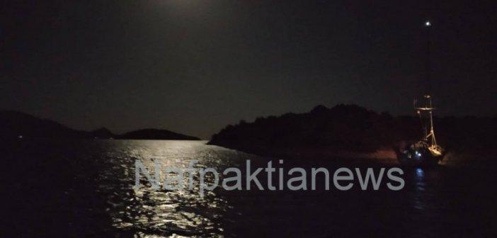 Το λιμενικό της Ναυπάκτου αποκόλλησε ιστιοφόρο στα Τριζόνια Φωκίδας-Δείτε αποκλειστικές φωτογραφίες