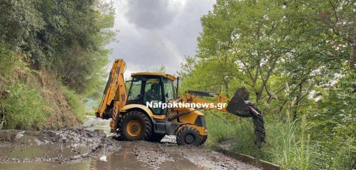Τρίκορφο : Απροσπέλαστος ο δρόμος στο σημείο της πυρκαγιάς – Άμεση επέμβαση του Δήμου Ναυπακτίας