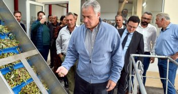 Σε δυναμική στήριξη του ελληνικού ελαιολάδου προχωρά ο Μάκης Βορίδης