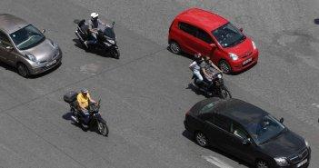 Αλλαγές στις άδειες οδήγησης: Όσοι έχουν δίπλωμα κατηγορίας Β μπορούν να οδηγήσουν και μοτοσικλέτα