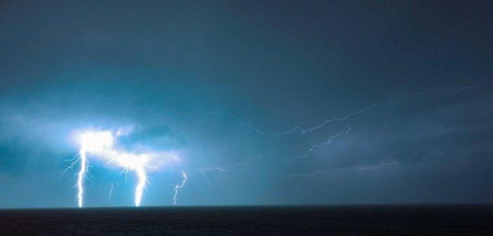 """Καιρός: Έκτακτο δελτίο από την ΕΜΥ για τον… """"Ιανό""""! Καταιγίδες και πολύ θυελλώδεις άνεμοι"""