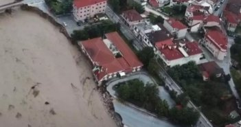 Μουζάκι: Σοκαριστικές εικόνες! Καταστράφηκε το Κέντρο Υγείας – Έπεσε γέφυρα, διαλύθηκαν δρόμοι (ΦΩΤΟ,ΒΙΝΤΕΟ)