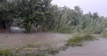 Καινούργιο: Πλημμύρισε το αρδευτικό κανάλι στο περιφερειακό δρόμο (ΦΩΤΟ)