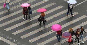 Φθινοπωρινό το σκηνικό του καιρού σήμερα – Πού αναμένονται βροχές