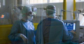 Κορονοϊός: Μεγαλώνει η λίστα θανάτου – Κατέληξε 59χρονος στο ΑΧΕΠΑ, 370 συνολικά οι νεκροί