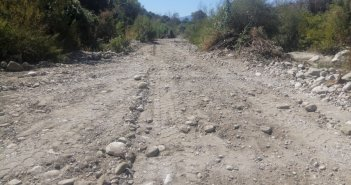 Ερμίτσα: Δρόμος έγινε η κοίτη (ΔΕΙΤΕ ΦΩΤΟ)