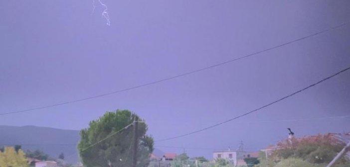 Κεραυνοί φώτισαν τον ουρανό της Ναυπακτίας (VIDEO)