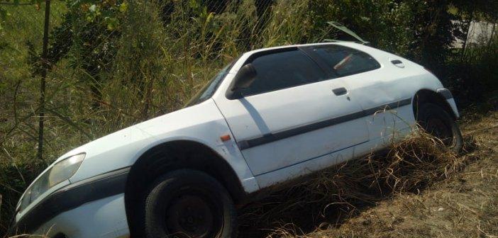Καλύβια: Όχημα έπεσε σε μικρό κανάλι