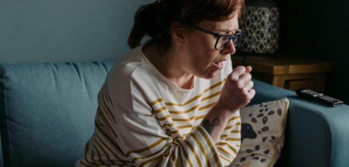 Έχω βήχα και πυρετό: Είναι γρίπη ή COVID-19; Πώς θα τα ξεχωρίσετε