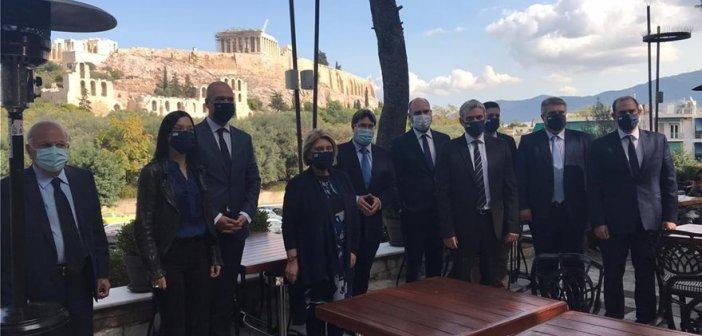 Με πρωτοβουλία του Κώστα Καραγκούνη η συνάντηση του Ισραηλινού υπουργού Οφίρ Ακούνις με Έλληνες βουλευτές