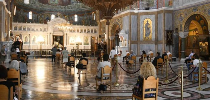 """Κορονοϊός: Επιπλέον μέτρα για απαγόρευση μετακινήσεων και εκκλησία, στο """"τραπέζι"""""""