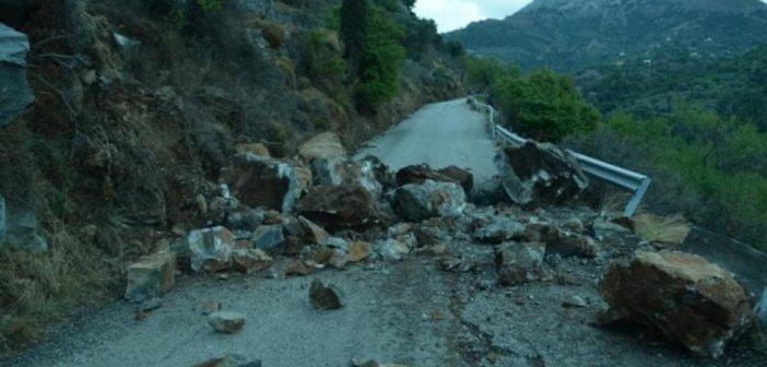 Kόπηκε στα δύο o δρόμος στην Ικαρία μετά τον σεισμό