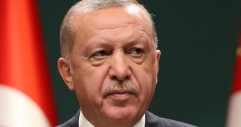 Νέα επίθεση Ερντογάν σε Μακρόν: Εχει εμμονή μαζί μου, πρέπει να υποβληθεί σε εξετάσεις