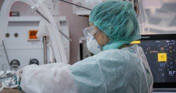 Κορονοϊός: Στους 623 οι νεκροί – Κατέληξε γυναίκα στο νοσοκομείο της Λάρισας