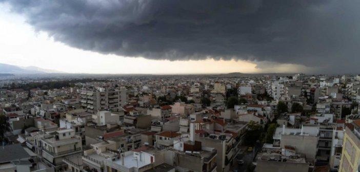 Καιρός: Επιμένει η κακοκαιρία και σήμερα – Σε ποιες περιοχές θα βρέξει