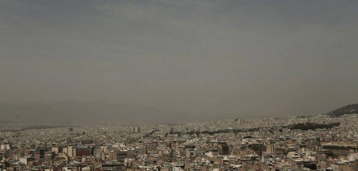 Καιρός: Ζεστός και αποπνικτικός λόγω της αφρικανικής σκόνης- Συννεφιά σε όλη τη χώρα