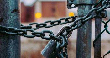 Κατοχή: Σε αναστολή λειτουργείας και άλλο σχολείο