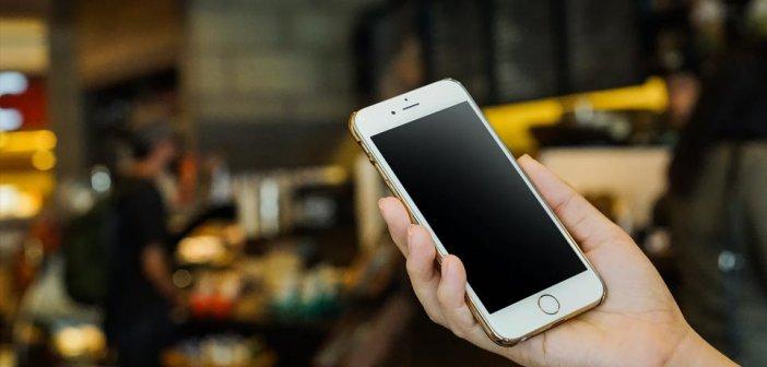 Κορωνοϊός: Πόσες μέρες επιβιώνει πάνω στις οθόνες των κινητών και άλλες επιφάνειες