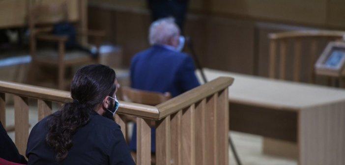 Δίκη Χρυσής Αυγής: Πήρε και τον πατέρα του στο Εφετείο ο Μπαρμπαρούσης – Όλοι, πλην Ρουπακιά, ζητούν αναστολή