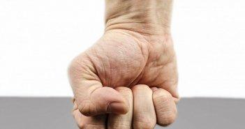 Δικογραφία για πρόκληση σωματικής βλάβης και μη καταβολή δεδουλευμένων σε αλλοδαπό εργάτη γης