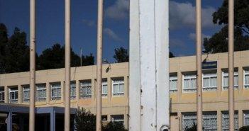 Δυτική Ελλάδα:Μαινόμενος πατέρας έξω από κατάληψη(VIDEO)