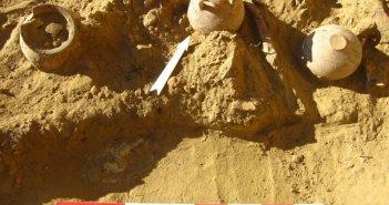 Δυτική Ελλάδα: Πλήθος ευρημάτων στη μυκηναϊκή νεκρόπολη στο Αίγιο(ΦΩΤΟ)