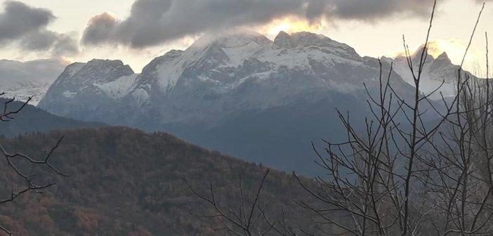 Βαρδούσια: Έπεσαν τα πρώτα χιόνια της καραντίνας(ΦΩΤΟ)