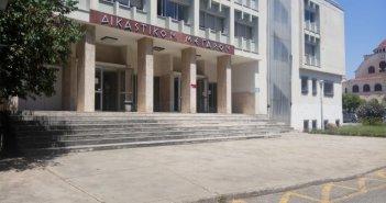Δικαστικό Μέγαρο Αγρινίου : Συνωστισμός σε εκδίκαση με ύποπτα κρούσματα αστυνομικών