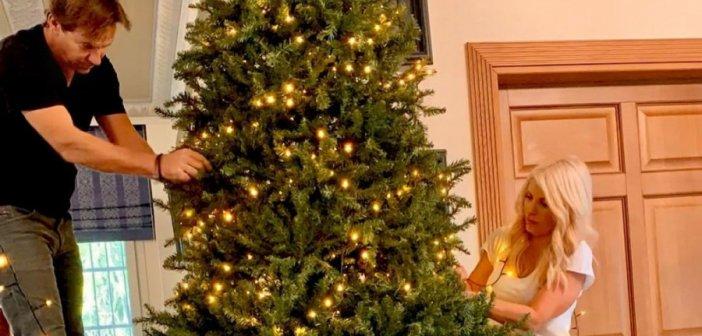 Ελένη Μενεγάκη: Στολίζει με τον Μάκη Παντζόπουλο το τεράστιο Χριστουγεννιάτικο δέντρο τους! Φωτογραφίες