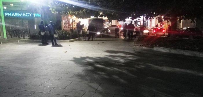 Αγρίνιο – Πολυτεχνείο: Η αστυνομία στην πλατεία Δημάδη για την ακύρωση των συγκεντρώσεων (ΔΕΙΤΕ ΦΩΤΟ)