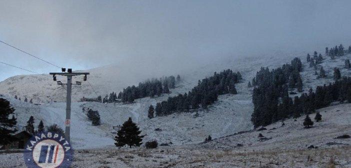 Καλάβρυτα: Στα λευκά και ο Χελμός -Επεσε το πρώτο χιόνι [εικόνες, βίντεο]