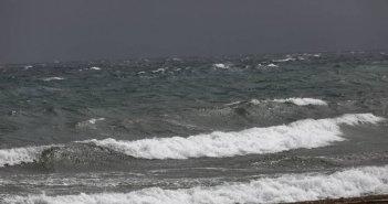 Καιρός: Αισθητή μείωση της θερμοκρασίας – Θυελλώδεις βοριάδες στο Αιγαίο