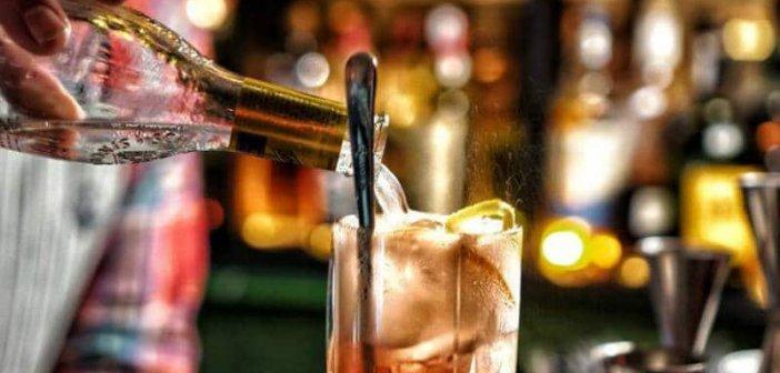 Βόνιτσα: Συνελήφθη γιατί λειτουργούσε μπαρ μετά τα μεσάνυχτα-Πρόστιμο και αναστολή λειτουργίας