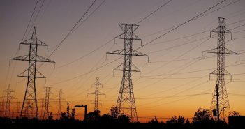 Φόβοι για αύξηση τιμολογίων ρεύματος από την εκτίναξη στο κόστος προμήθειας λόγω target model