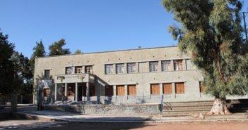 Η Αστυνομία σε συνεργασία με τον Δήμο Αγρινίου εκκένωσαν το προαύλιο του Παπαστρατείου Γυμνασίου