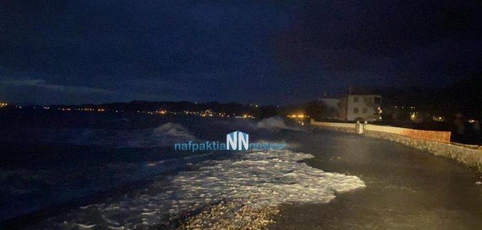 """Ναύπακτος:""""Βγήκε η θάλασσα έξω"""" στο παραλιακό της Παλαιοπαναγιάς"""