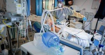 Κορωνοϊός: 300 νεκροί μέσα σε τρεις μέρες – Σε ποιες περιοχές ανεβαίνουν τα κρούσματα