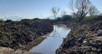Επιχωματώσεις στην Τριχωνίδα:  Έργο της Περιφέρειας αυτό στο Καινούργιο, λέει ο Δήμος