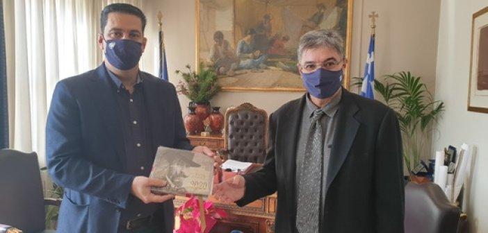 Έτος Χατζόπουλου: Σε περιορισμένο αριθμό από τα ΕΛΤΑ Αγρινίου τα λευκώματα