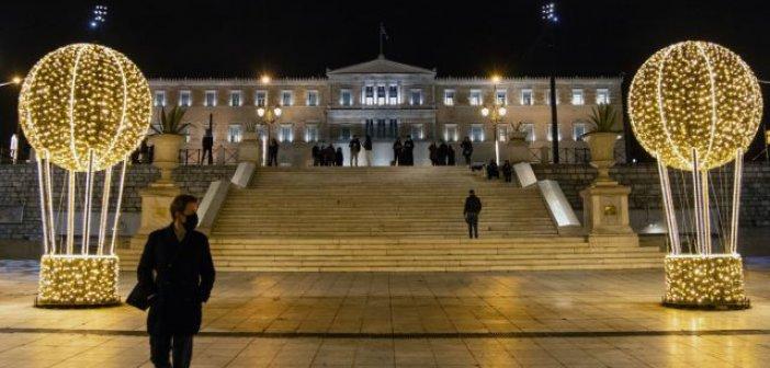 Lockdown: Βίντεο με λήψη drone από την στολισμένη Αθήνα