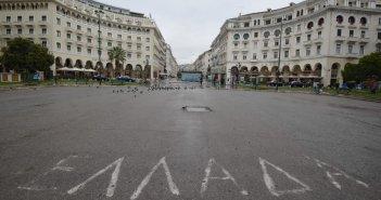 Σαρηγιάννης: Κλειστό λιανεμπόριο, εστίαση και σχολεία μέχρι και τον Γενάρη – SMS τις γιορτές