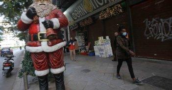 """Κορονοϊός: """"Οι γιορτές θα είναι μοναχικές φέτος για να μην θρηνήσουμε θύματα"""" – """"Υποφερτό καλοκαίρι"""" με το εμβόλιο"""