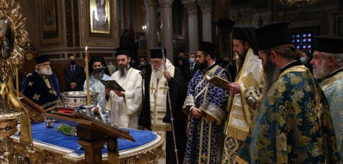 Ιερώνυμος: Η Εκκλησία έτοιμη για όλα -Βγείτε τώρα στις παραλίες και το Σύνταγμα και βγάλτε συμπέρασμα
