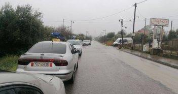 Πλημμύρισε ο δρόμος στην Παλιά Εθνική Οδό μπροστά στο Ειδικό Γυμνάσιο-Λύκειο Αγρινίου – Οι μαθητές μεταφέρθηκαν με Πυροσβεστικά οχήματα