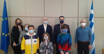 Ο Δήμαρχος Αγρινίου βράβευσε μαθητές σχολείων που μετείχαν σε διαγωνισμό ζωγραφικής (pics)