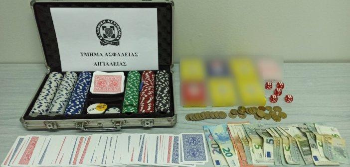 Αίγιο: Χαρτοπαιχτική λέσχη σε καφενείο-13 συλλήψεις